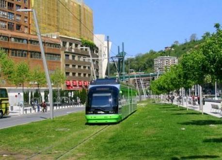 EuskoTran por las calles de Bilbao