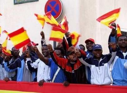 Marroquies saludando a  los Reyes en Ceuta