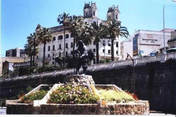 Entre monumentos y arquitectura modernista