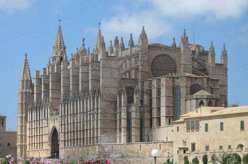 Vista lateral de la Catedral de la Palma, Mallorca, Islas Baleares