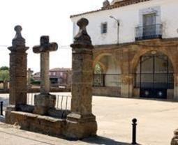 Iglesia de Santo Tomás de Villanueva, que alberga un retablo del siglo XVI