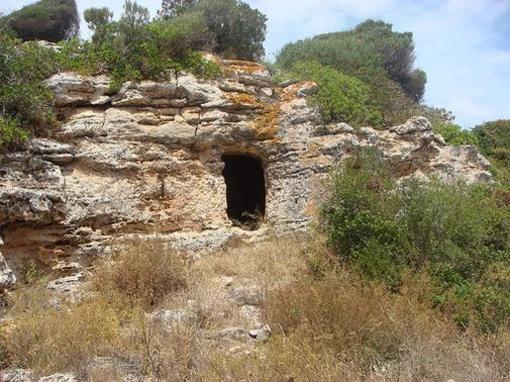 Cuevas en el Barranco de Cala Morell, Menorca, Islas Baleares
