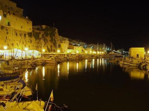 Puerto de Ciudadela de noche,  Menorca, islas Baleares
