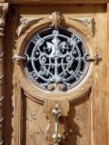 Detalle de una de las puertas cercanas a la plaza abad en Alicante
