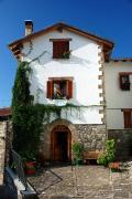 Fachada de una casa en Roncal Navarra España