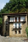 Fachada de una casa Urzainqui, Valle de Roncal, Navarra