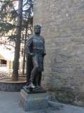 Escultura de Ramiro I en Jaca